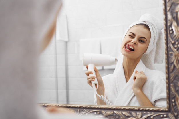 Quick Peek Guide: How to Apply Makeup at Home Yourself?